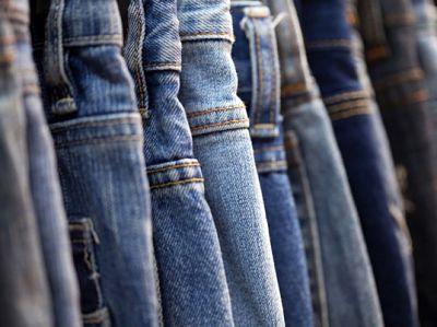 Piata de jeansi