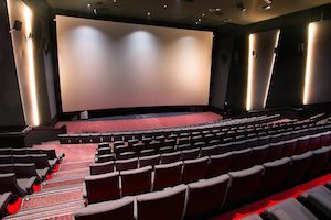Sala de cinema Grand Ultra are cel mai lat ecran de cinema din Romania